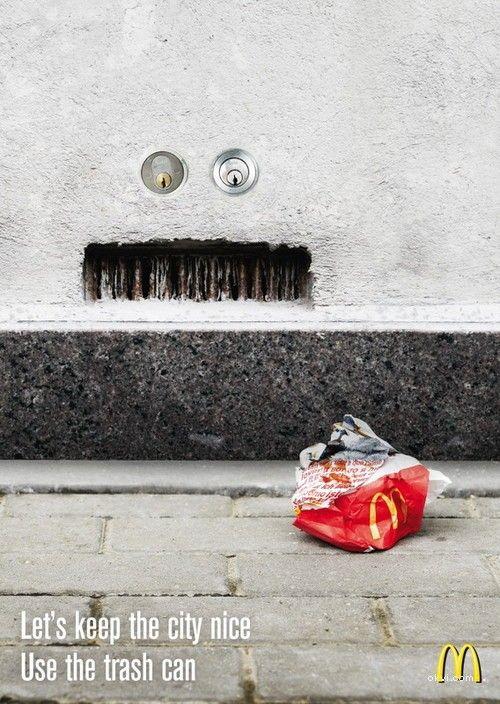 把麦当劳的包装盒扔进垃圾桶