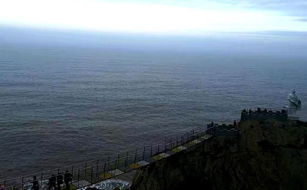 日头正好去感受临海悬崖玻璃栈道