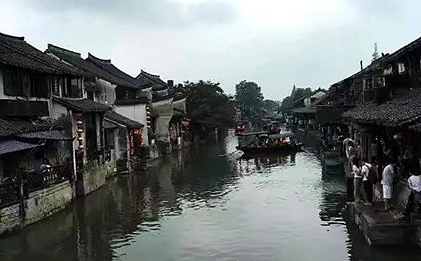 相比走马观花  更适合漫步时光的乌镇和西塘
