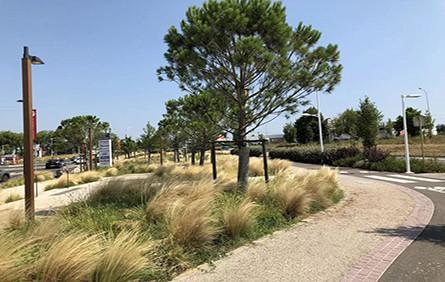Espaces Fenouillet商业中心停车场和景观设计
