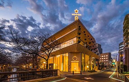 隈研吾设计的樱花星巴克开业了,东京又一个值得去打卡的地方。