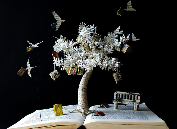 这本书的雕塑代表了知识之树