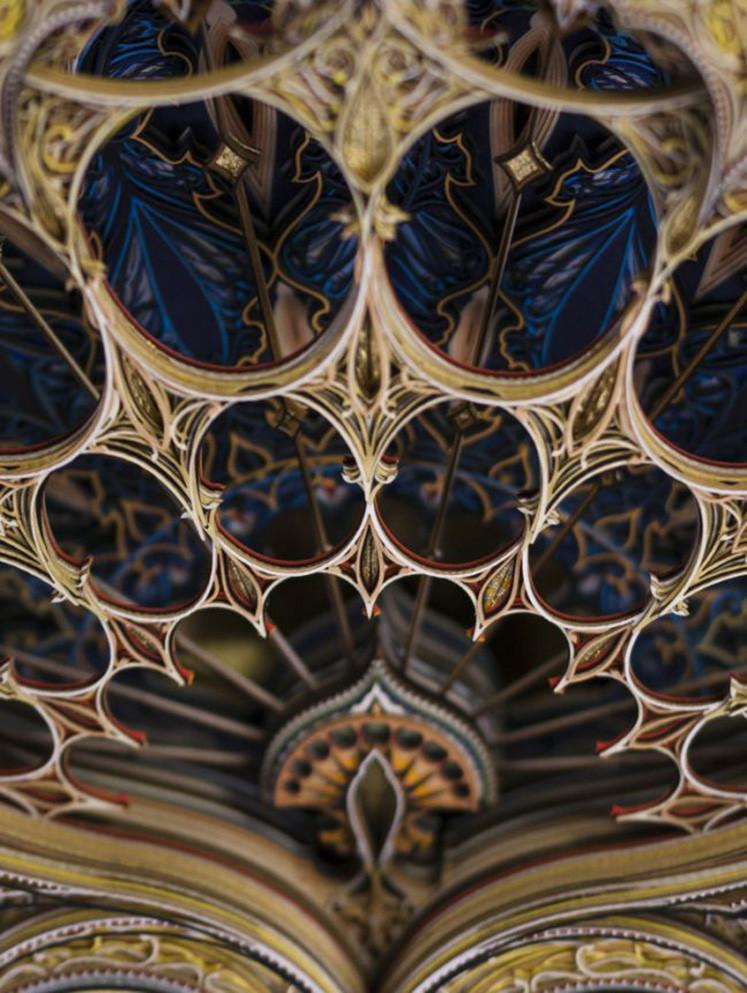 Eric Standley的作品与伊斯兰艺术和哥特式建筑相呼
