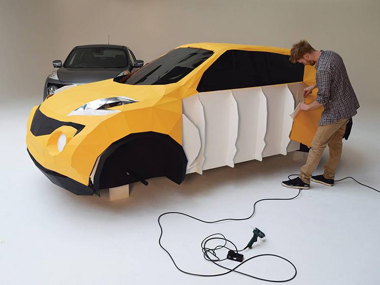 这款真车大小的日产汽车由泡沫板和卡片制成