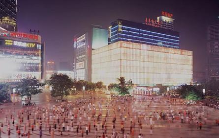 山西伪天安门、鬼城烂尾楼……他用15年拍下一个荒诞中国