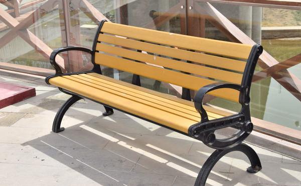 公园休息椅