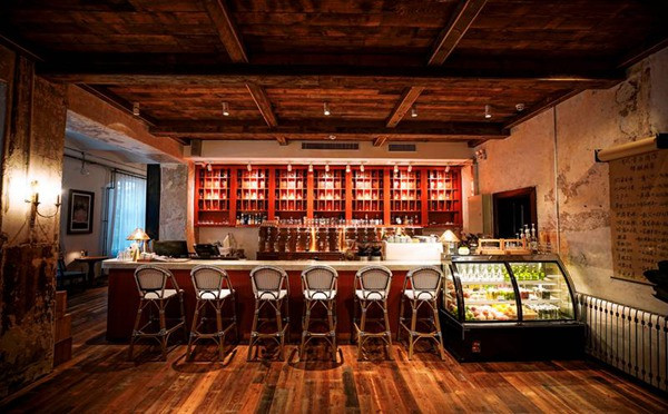 青岛有戏精酿酒馆-经典复古混搭酒吧空间设计