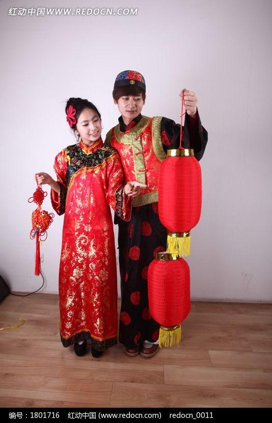 古代男女 打灯笼 拿中国结图片