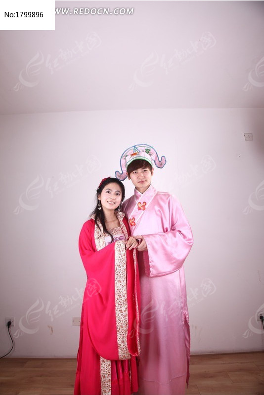拍古装婚纱照的情侣图片图片
