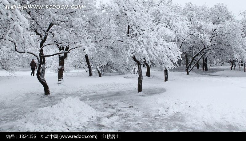 儿童室外雪景写真