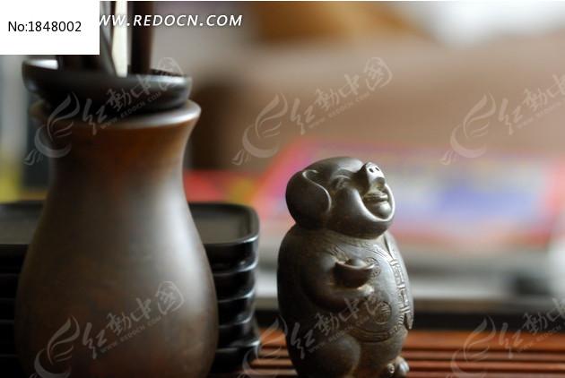 紫檀木茶宠与茶具图片