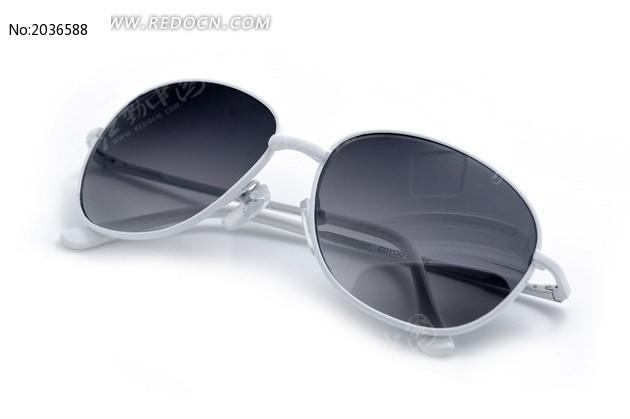 白色金属镜框太阳镜图片