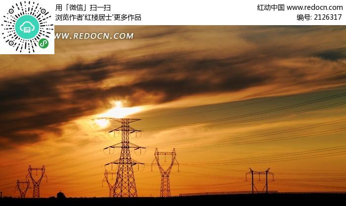 黄昏下的高压输电线路图片