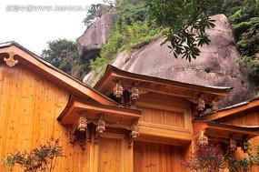 山间原木房屋