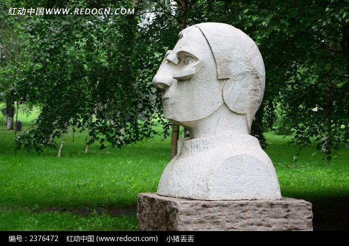 伯爵头像雕塑图片
