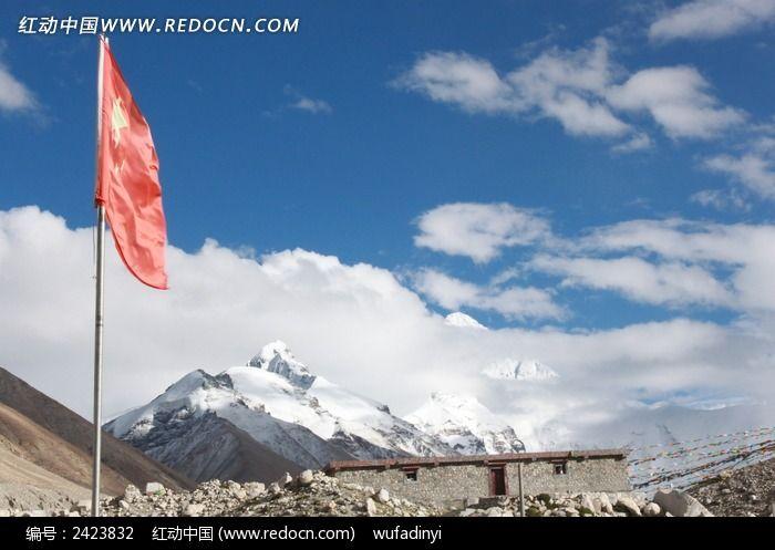 喜马拉雅山五星红旗飘扬图片