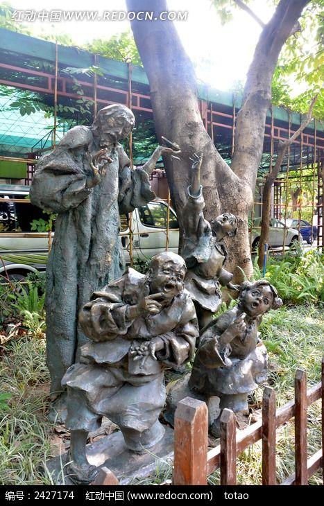 孔乙己分茴香豆人物雕塑图片
