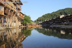 水中的凤凰古城