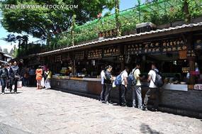 丽江古城里的小吃街