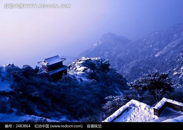 壮观的泰山雪景图片图片