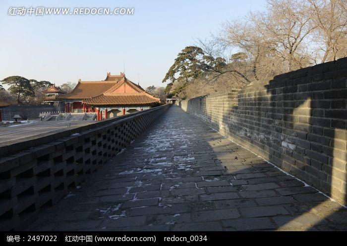 中国古建筑城墙上砖路图片
