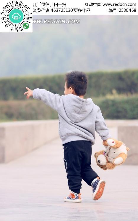 小孩背影图片_人物摄影图片