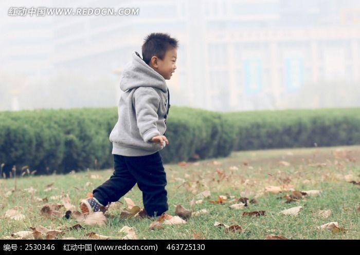 小孩侧面图片_人物摄影图片
