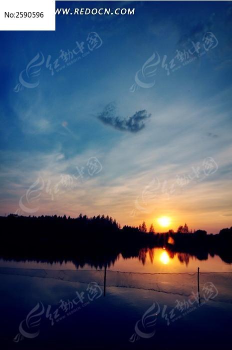 原创摄影图 自然风景 江河湖泊 湖边落日下的渔网