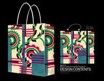 红绿花纹手提袋