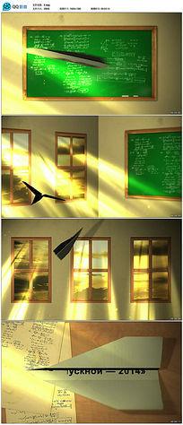 阳光照射纸飞机飞翔动态视频