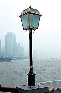 河提旁玻璃装饰景观灯