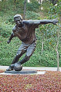 踢足球金属雕塑小品
