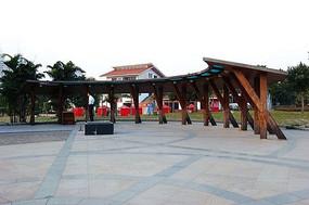 弧形单面木质廊架