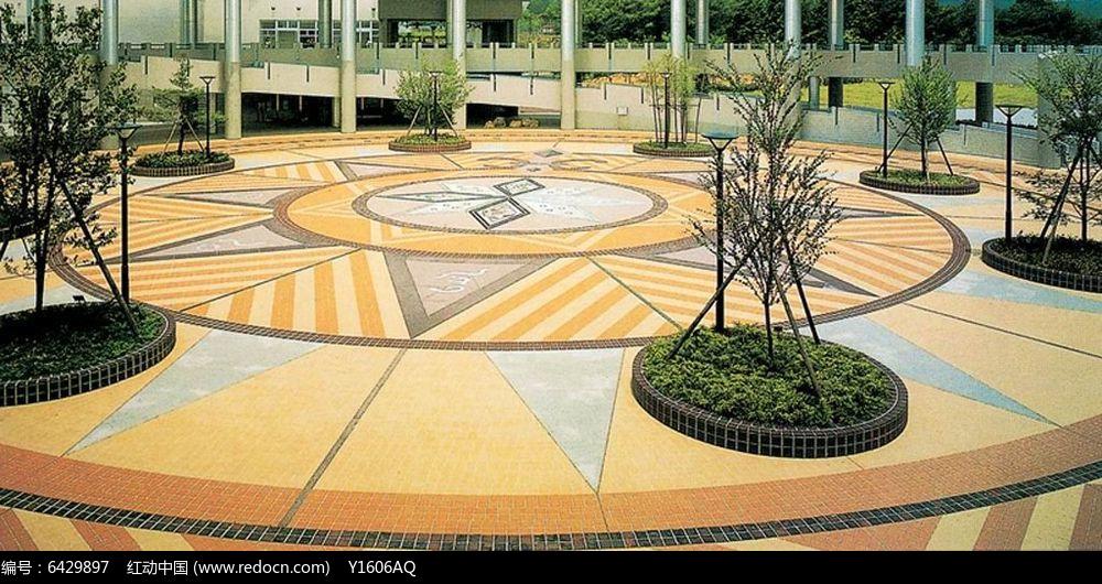 圆形树池拼花广场