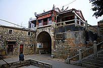 古城拱形大门