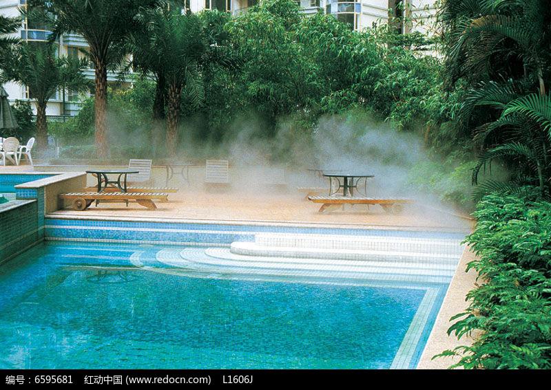 长方形游泳池