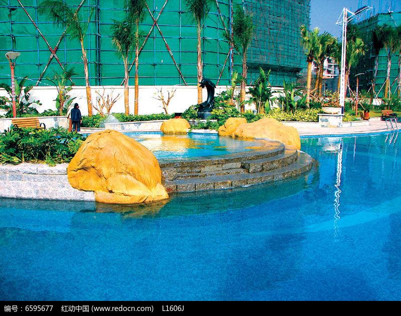 小区圆形游泳池图片