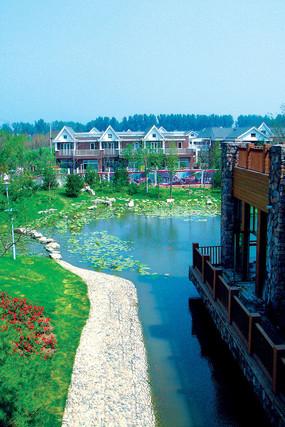 酒店湖水水景图