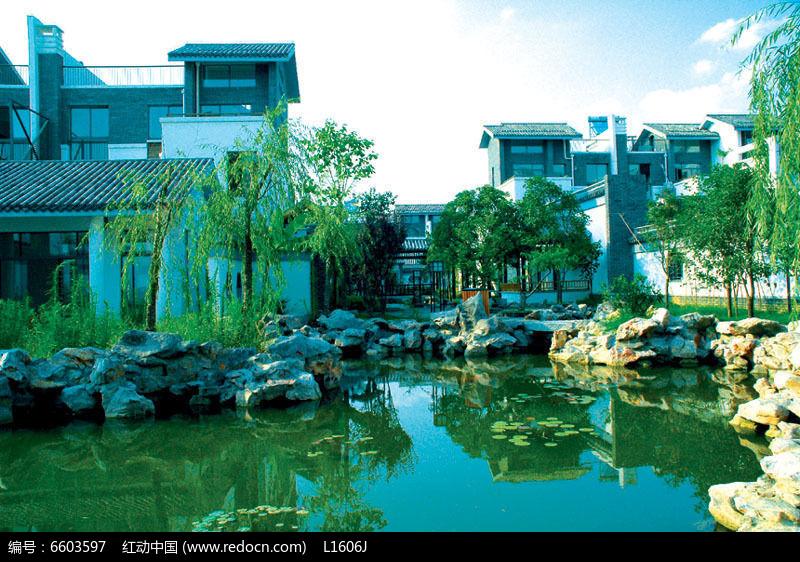 中式别墅生态池塘