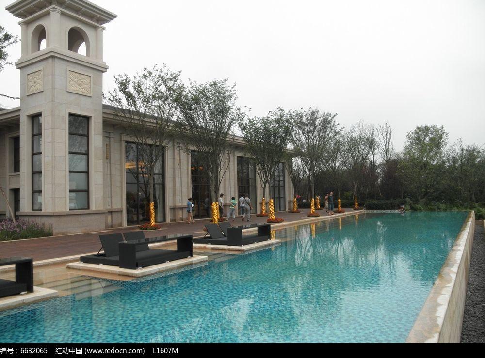 别墅游泳池水景