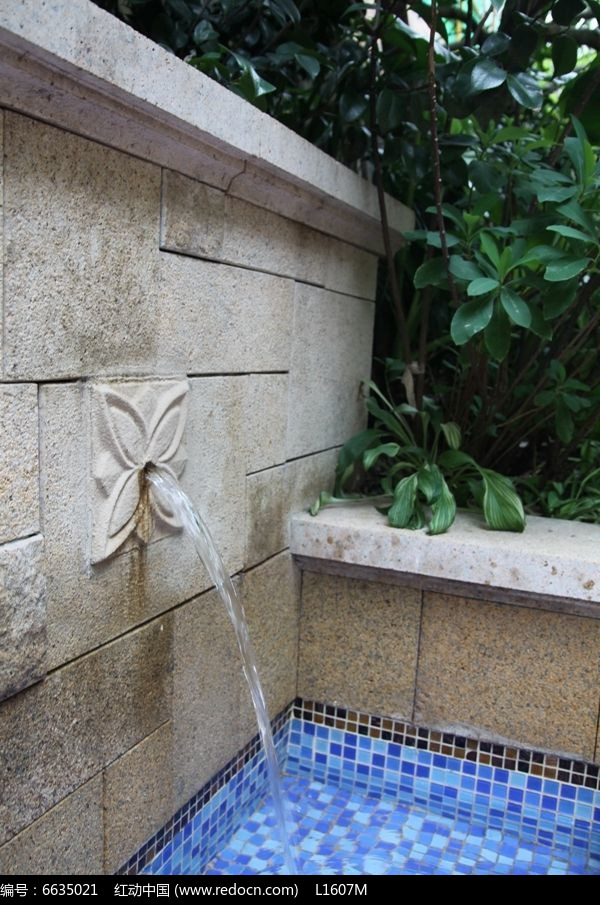 欧式小区雕塑吐水水景实景图