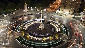城市中心圆形纪念塔