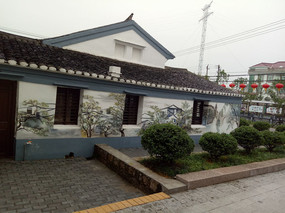 白墙青瓦低矮建筑墙面装饰