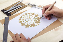 金色枫叶字母GR设计LOGO