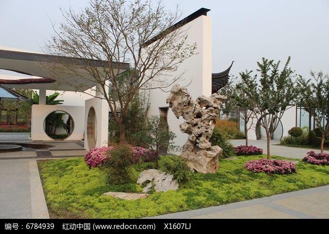 中式古典园林假山景墙