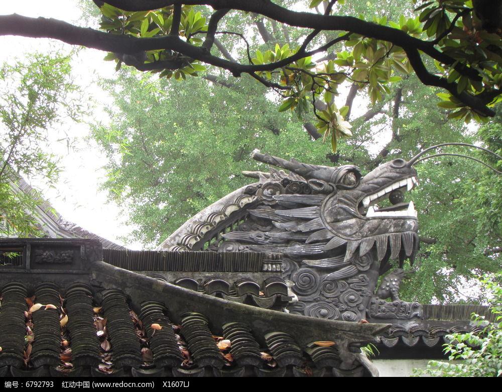 古建屋檐龙头雕塑