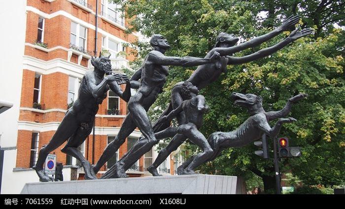人和动物怪兽奔跑雕塑