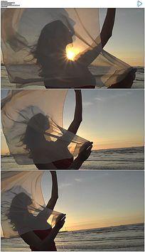 夕阳海边白纱美女实拍视频素材 mov