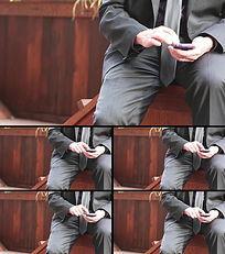 商务人士玩手机视频素材