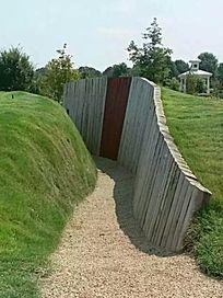 草坡木桩曲线挡土墙 JPG